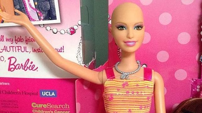 La muñeca dispone de gran cantidad de pelucas y complementos