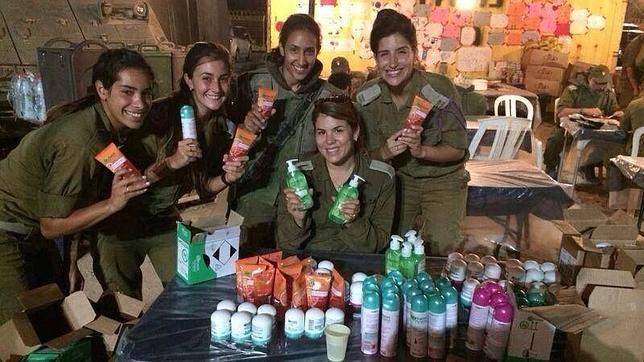 Los polémicos kits de belleza para las militares israelíes en el frente de Gaza