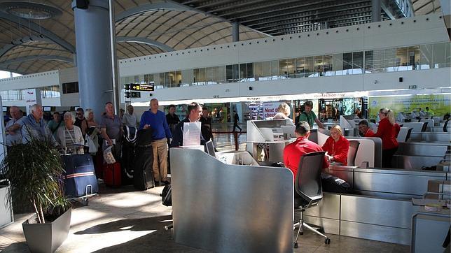 Récord absoluto del aeropuerto de El Altet con más de 1,2 millones viajeros en julio