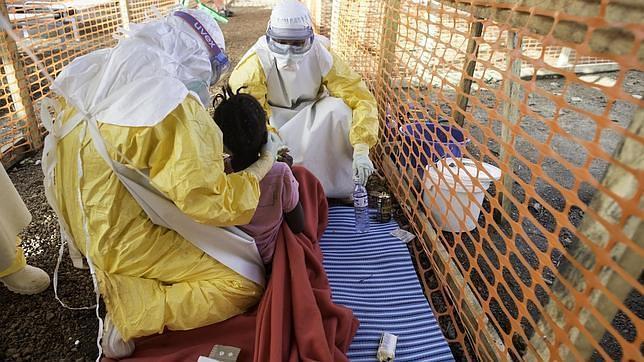 Los sistemas sanitarios débiles favorecen la dispersión y la gravedad del brote de ébola