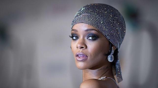 Gente estilo Rihanna en los Council of Fashion Designers of America Awards 61b5cba376fb6