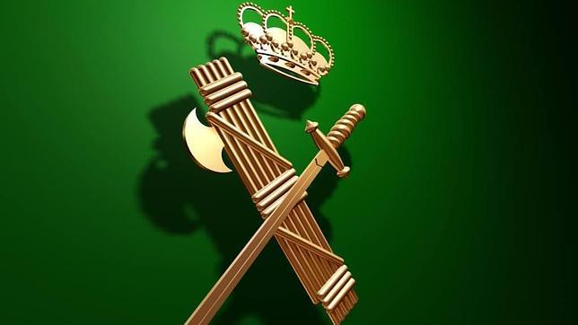 Escudo de la Guardia Civil con el haz de lictor entrelazado con una espada rendida