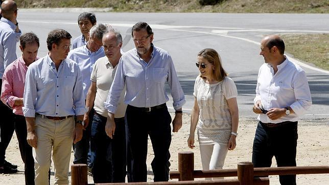 El presidente del Gobierno, acompañado del presidente de la Xunta y de la ministra de Fomento