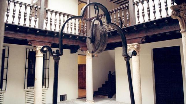 Detalle del patio de la Casa Cervantes, en Alcalá de Henares