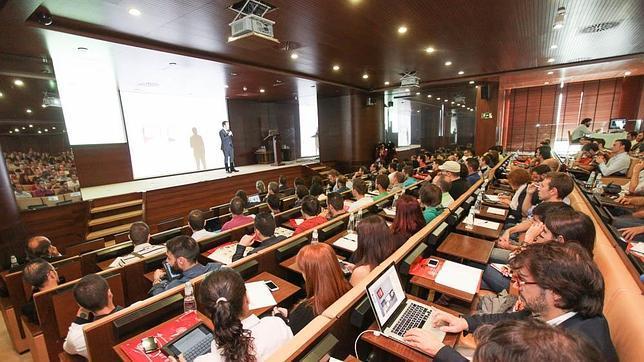 Imagen de una de las ponencias de la primera edición del App Trade Centre en Valencia