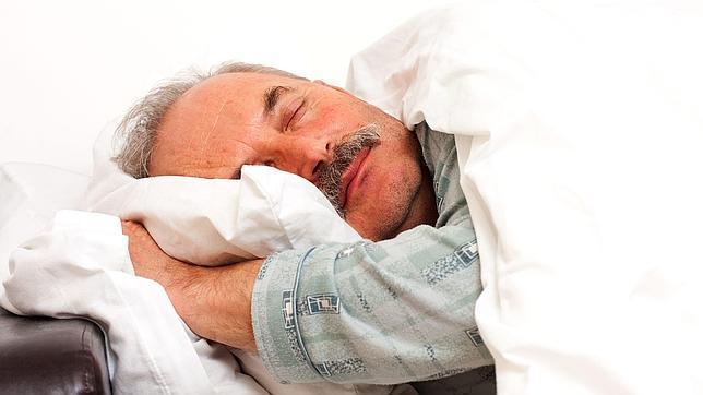 Averiguan por qué la calidad del sueño es peor en las personas mayores
