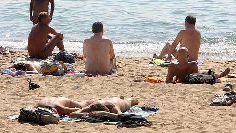 yo me desnudo en la playa hombres desnudos cura