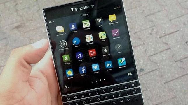 BlackBerry Passport: así podría ser este «smartphone» de cuerpo cuadrado