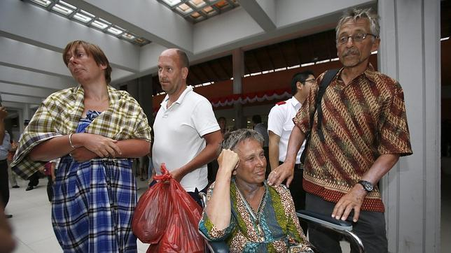 Las argucias de los náufragos en Indonesia para sobrevivir