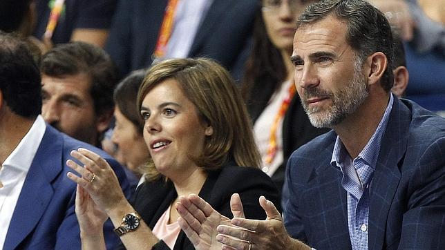 El rey Felipe VI y la vicepresidenta del Gobierno asisten al España-Argentina