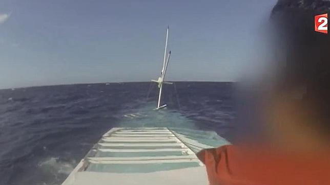 Un francés grabó el naufragio de la barca en la que desaparecieron dos españoles