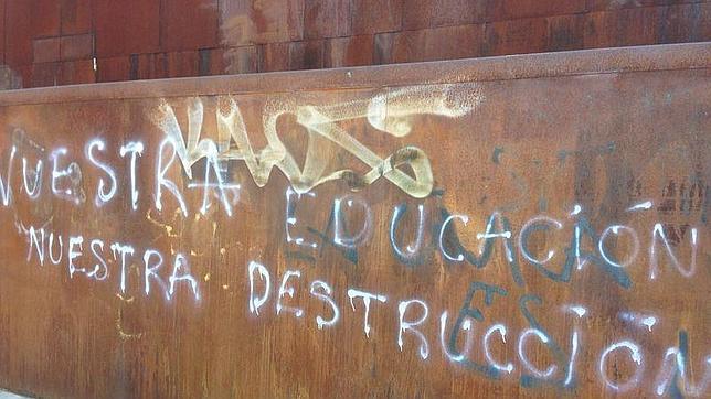 Aparecen pintadas contra la iglesia de Santa Mónica de Rivas