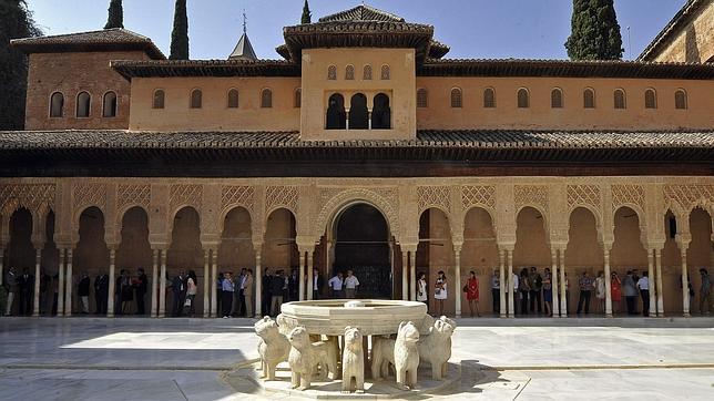 Vista del Patio de los Leones de la Alhambra de Granada