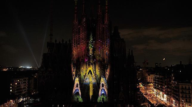 Espectáculo de luces sobre la Sagrada Familia