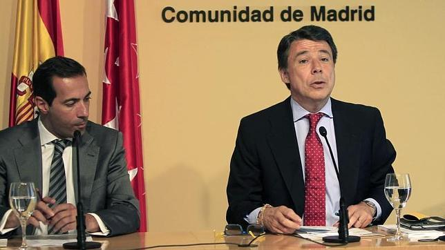 El Presidente de la Comunidad de Madrid, Ignacio González, junto al portavoz de Presidencia, Salvador Victoria