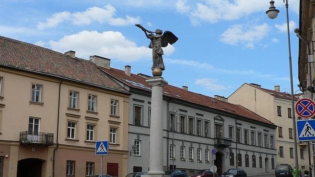 La escultura del ángel, realizada por el artista Romas Vilčiauskas en 2002, es el símbolo de Uzupis