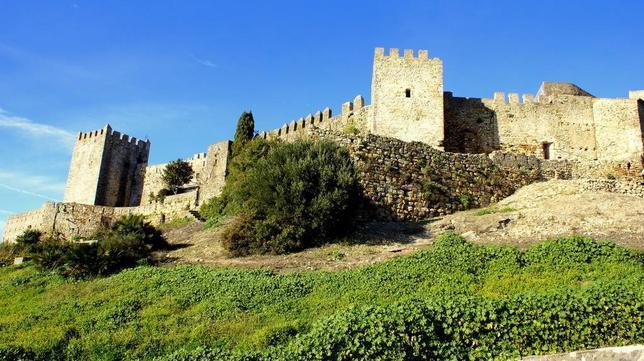 Exterior del conjunto amurallado de Castellar de la Frontera