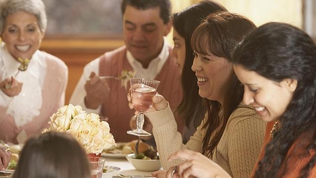 Pasar tiempo regularmente en familia resulta beneficioso para la salud mental de los adolescentes