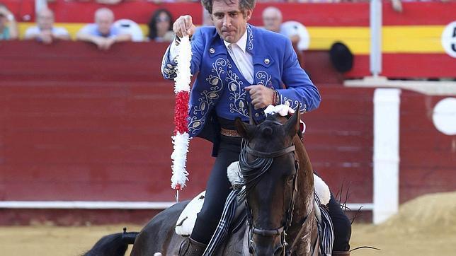 Hermoso de Mendoza corta tres orejas en Ejea de los Caballeros