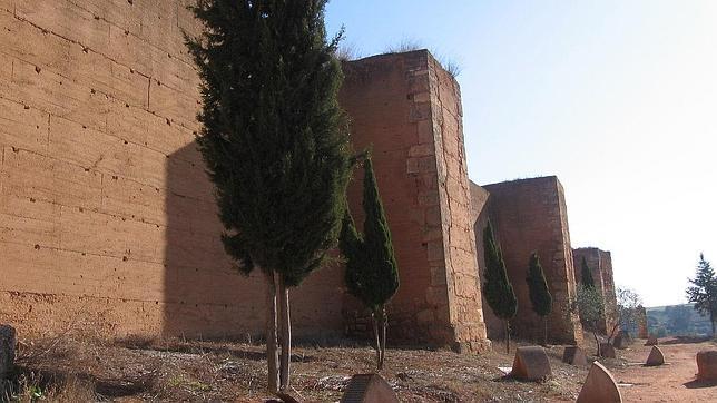 Exterior de las murallas de Niebla