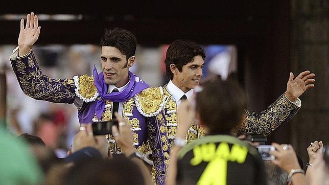 Castella y Talavante salen a hombros en Palencia