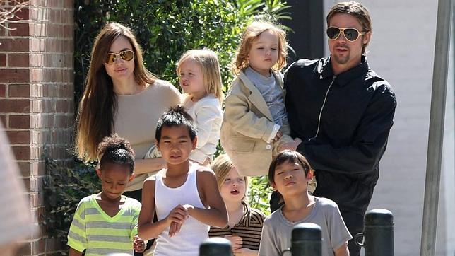 Angelina Jolie y Brad Pitt ya son marido y mujer