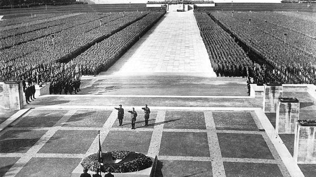 Una de las megalómanas celebraciones organizadas por el partido nazi en Alemania