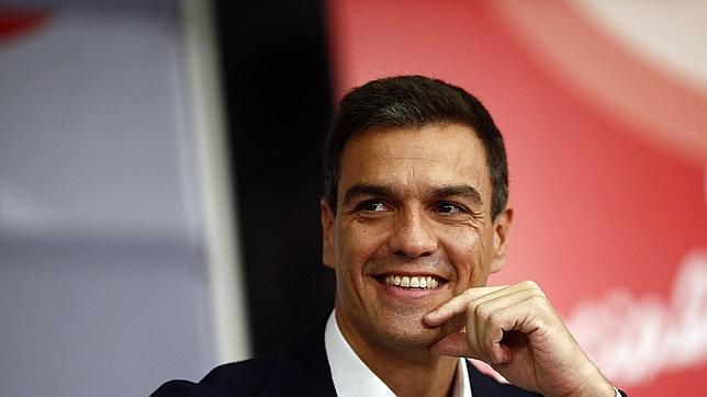 El líder del PSOE ha tenido problemas con seguidores falsos de su cuenta en Twitter