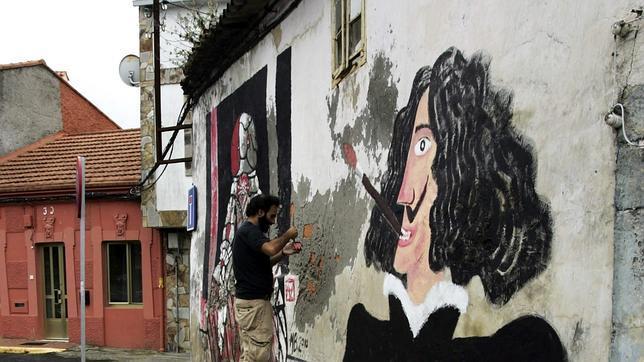 Paredes, muros, tapias o garajes sirven como mural para las obras