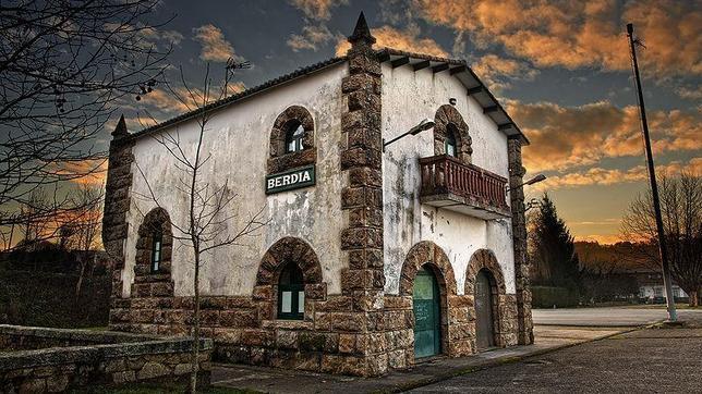 Las estaciones de tren abandonadas con más encanto de España