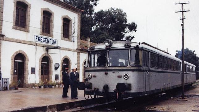 El ferrobús español antes de partir hacia Portugal desde La Fregeneda