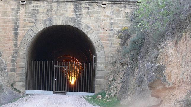 El túnel de Valdealgorfa, una foto de José Bonfil en el momento en el el sol lo cruza de punta a punta