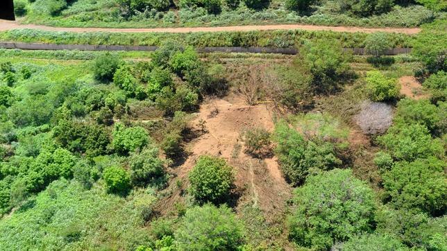 Imágen del cráter que dejó el impacto del presunto meteorito caído la noche del sábado, en Managua (Nicaragua).