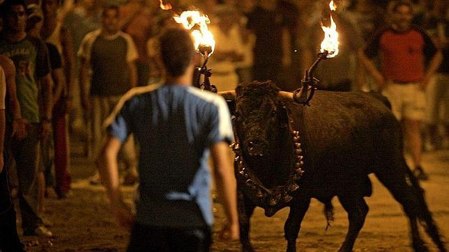 El toro de fuego, típico de las fiestas de muchas localidades españolas