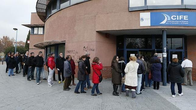 La cola de la oficina de empleo en Madrid
