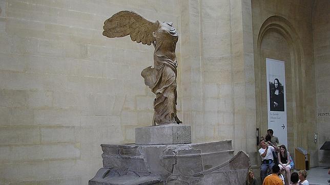 half off a32ee 6e626 Cultura La diosa Niké (victoria de Samotracia) preside las escalinatas del  Louvre