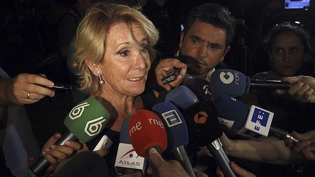 Esperanza Aguirre a su llegada a la capilla ardiente