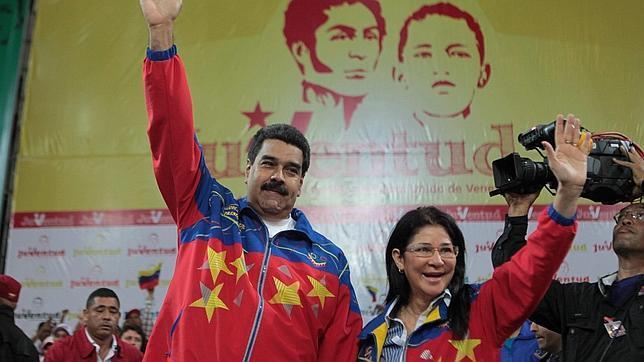 Nicolás Maduro junto a su esposa, Cilia Flores, durante un acto del Partido Socialista Unido de Venezuela
