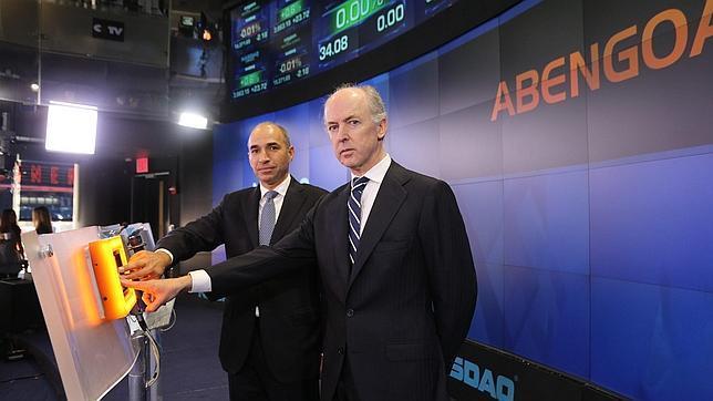El presidente de la compañía española Abengoa, Felipe Benjumea (derecha), y el consejero delegado de la entidad, Manuel Sánchez (izquierda)