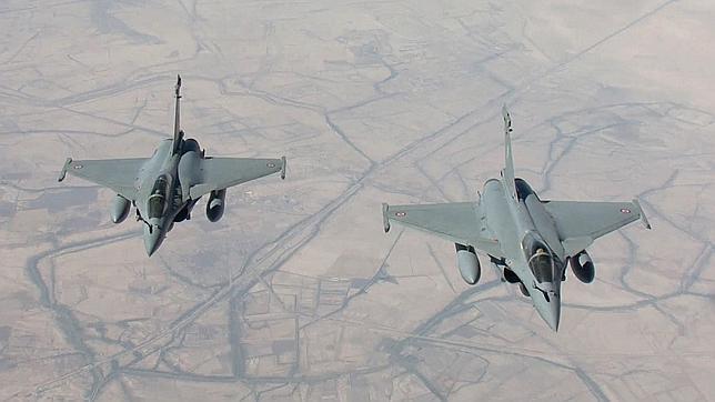 París destruye un centro logístico del EI en su primera ofensiva en Irak
