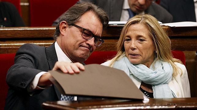 Artur Mas y Joana Ortega, durante el pleno extraordinario