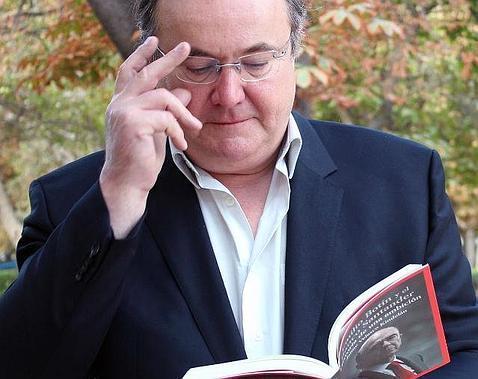 Jaime Velasco Kindelán con su libro «Emilio Botín y el Banco Santander: historia de una ambición»