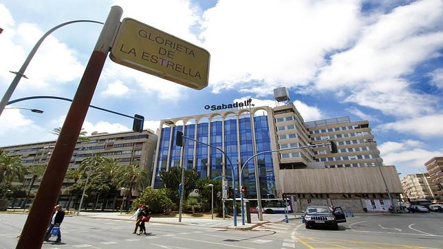 El sabadell consolida el peso de alicante en su negocio for Centro de sabadell