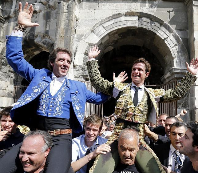Hermoso y El Juli salen a hombros del coliseo francés