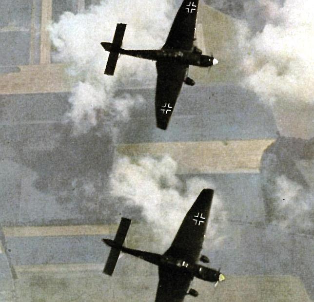 Aviones de la Luftwaffe en pleno vuelo