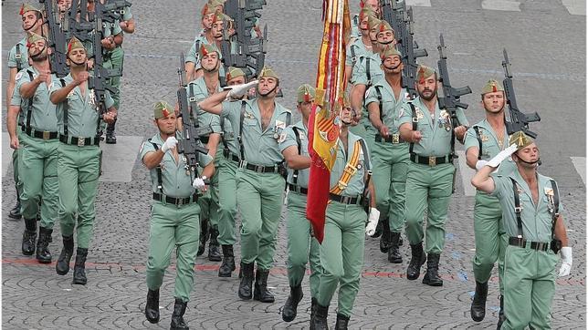 «Leche de pantera», la bebida mítica de la Legión Española que creó el maestro Chicote