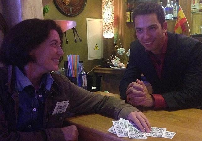La periodista Rosa Belmonte habla con Alberto Isla en el Bingo Las Vegas