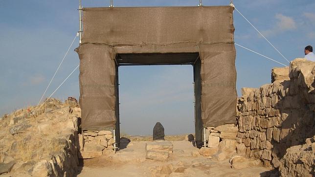 Los rayos de sol cruzarán este amanecer la Puerta íbera de Puente Tablas