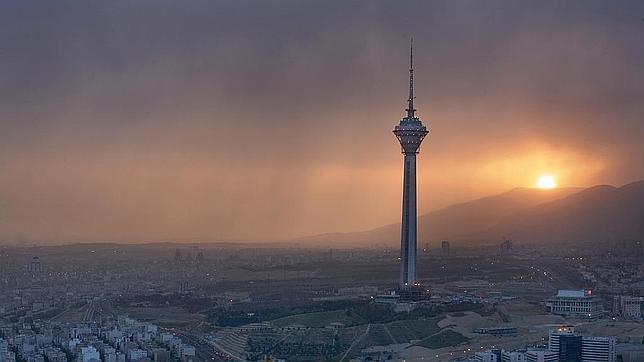 Una torre de telecomunicaciones en Teherán