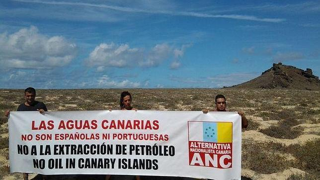 Los tres activistas de ANC, en las islas Salvajes